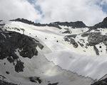 Italy 'bọc' sông băng bằng vải để ngăn tan chảy