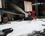 Cháy lớn thiêu rụi hoàn toàn kho chứa vỏ lốp cao su ở Bình Phước