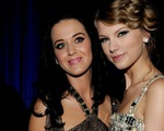 Katy Perry tiết lộ nguyên nhân 'nối lại tình xưa' với Taylor Swift