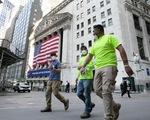 COVID-19 tái bùng phát, kinh tế Mỹ chưa thấy 'ánh sáng cuối đường hầm'
