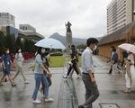 Số ca nhiễm mới vẫn cao, Hàn Quốc gia hạn giãn cách xã hội - ảnh 1