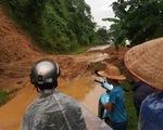 Mưa lũ kèm dông lốc gây thiệt hại tại nhiều địa phương