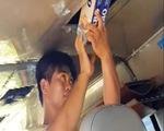 Ô tô khách làm hầm tự chế vận chuyển 3.000 gói thuốc lá ngoại nhập lậu