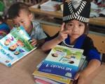 Tặng 20.000 cuốn sách giáo khoa lớp 1 cho học sinh có hoàn cảnh khó khăn