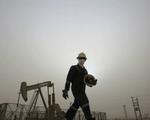 Lo sợ 'bóng ma' COVID-19, giá dầu quay đầu giảm