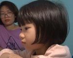 Dạy học trực tuyến cho khối lớp 1 khó cho cả học sinh, phụ huynh và giáo viên