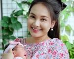 'Mẹ bỉm sữa' Bảo Thanh rạng rỡ lộ diện sau gần 1 tháng sinh con