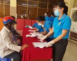 """TP Hồ Chí Minh tạm ứng ngân sách hỗ trợ lao động vượt """"bão"""" COVID-19"""