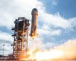 Chuyến bay đưa hành khách lớn tuổi nhất vào vũ trụ kết thúc thành công - ảnh 1