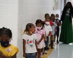 Số trẻ em mắc COVID-19 tại Mỹ tăng cao chưa từng thấy