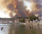 Cháy rừng tiếp tục hoành hành tại Hy Lạp trong đợt nắng nóng tồi tệ nhất hơn 30 năm qua