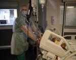 Pháp thiếu trầm trọng nhân lực y tế sau đại dịch - ảnh 1
