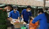 Những sinh viên ngành y giấu người thân đi chống dịch