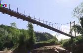 Hiệu quả từ những cây cầu treo vượt lũ