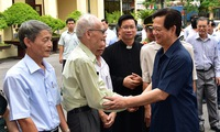 Prime Minister Nguyen Tan Dung meets voters in Haiphong