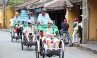 Tourists enjoy visa fee reduction