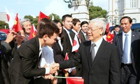 Japanese leader began official visit to Vietnam