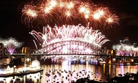 Vietnamese people celebrate new year all around the world