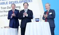State President holds Singapore lecture