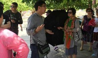 Travel agencies using foreign tour guides face business licence withdrawal