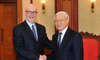 US Communist Party delegation visits Vietnam