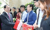 Vietnamese President visits Singapore