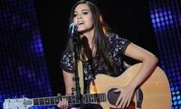 French singer brings joy to Vietnamese audience
