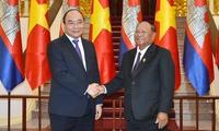 PM Nguyen Xuan Phuc welcomes Cambodian NA President