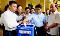 Hanoi chairman visits flood stricken district