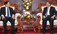 Vietnamese, Lao fronts discuss enhacing ties