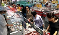 Firms stop pork import, buy local