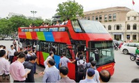 Double-decker bus launched in Hanoi; Da Nang offers free bus service