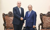 Prime Minister meets Azerbaijani Foreign Minister