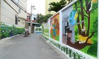 Mural paintings brighten up old houses in Hanoi