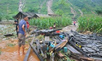 Money assistance to flood victims in Ha Giang