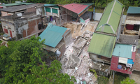 Four houses destroyed by a landslide in Hoa Binh