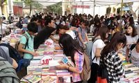 Hanoi old book fair celebrates Uncle Ho's birthday