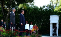 Vietnam, Singapore satisfied with thriving relations