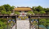 Young overseas discover Hue royal citadel