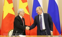 Vietnamese and Russian leaders exchange greetings on friendship anniversary