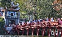 Visiting pagodas during Tết