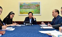 Deputy PM, FM holds phone talks with RoK FM