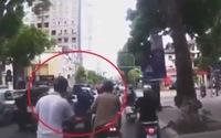 Clip: Dàn cảnh va quệt xe, trộm cắp tài sản khi đi đường