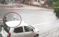 Clip: Mở cửa ô tô bất cẩn gây tai nạn cho xe máy