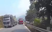 Clip: Tài xế xe container vượt ẩu khúc cua, suýt gây tai nạn