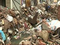 Hà Nội: Phế thải xây dựng làm tắc mương thoát nước