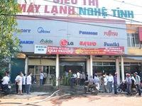 Hỏa hoạn thiêu rụi nhà kho một siêu thị máy lạnh ở Hà Tĩnh