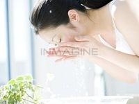 Bí quyết chăm sóc da khi phải trang điểm thường xuyên