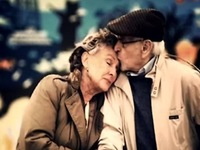 Những khoảnh khắc đẹp của tình yêu tuổi già