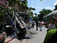 Hà Nội: Xe bus mất lái, đâm hàng loạt xe máy trên phố Kim Mã